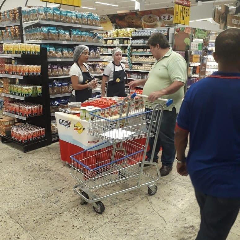 ef60bbf589821 A Distrimax executou a ação Alto Giro no no Supermercado OK da reta da  Penha. O propósito da ação foi apresentar as novidades relacionadas à  sobremesas sem ...